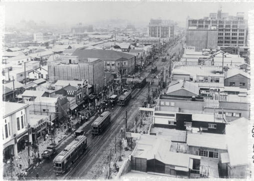 A view of the Ginza in 1925, at which point it had been partially rebuilt